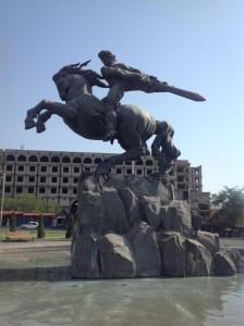 Герой армянского эпоса Сасунци Давид – гениальное творение скульптора Ерванда Кочара. Это один из символов Еревана.
