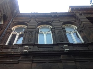 Окна выполненные ввиде традиционной армянской звезды