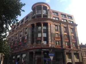 Строящаяся в духе армянских архитектурных традиций гостиница Tufenkian